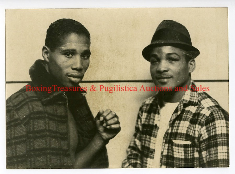 1964-boxing-ismael-laguna-vs-angel-garcia-vintage-press-photograph-paris-france-3.gif