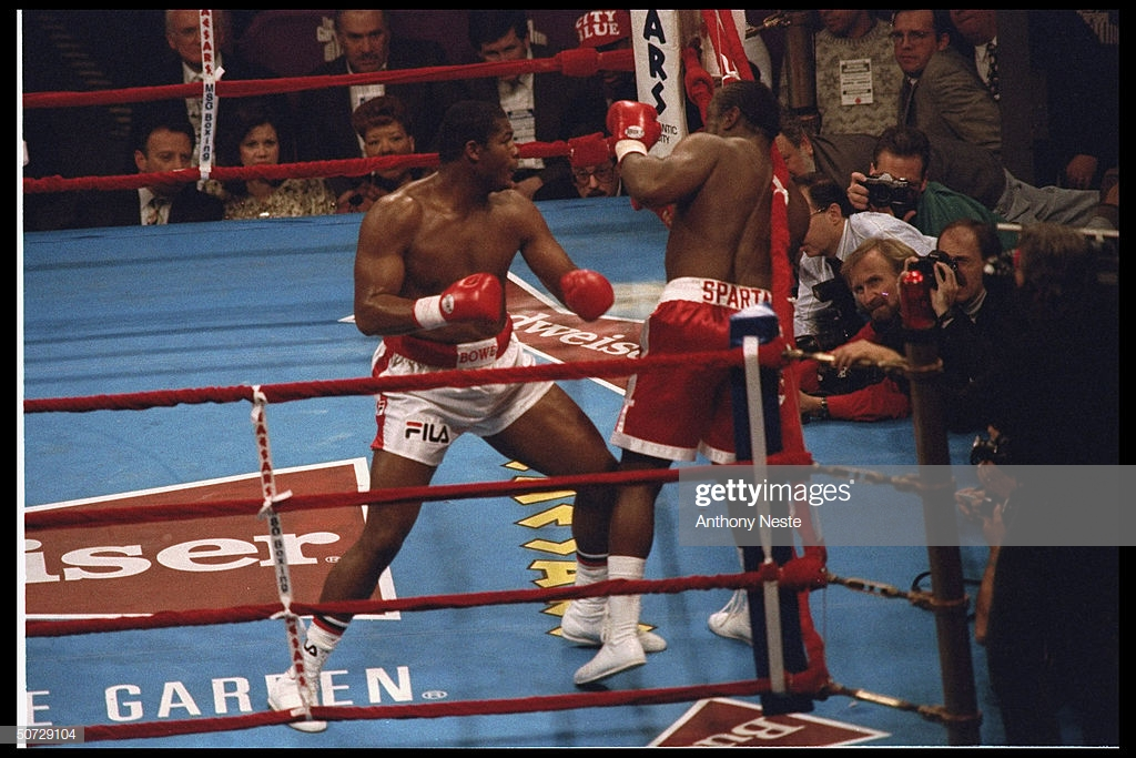 boxing-riddick-bowe-in-action-def-michael-dokes-msg-picture-id50729104