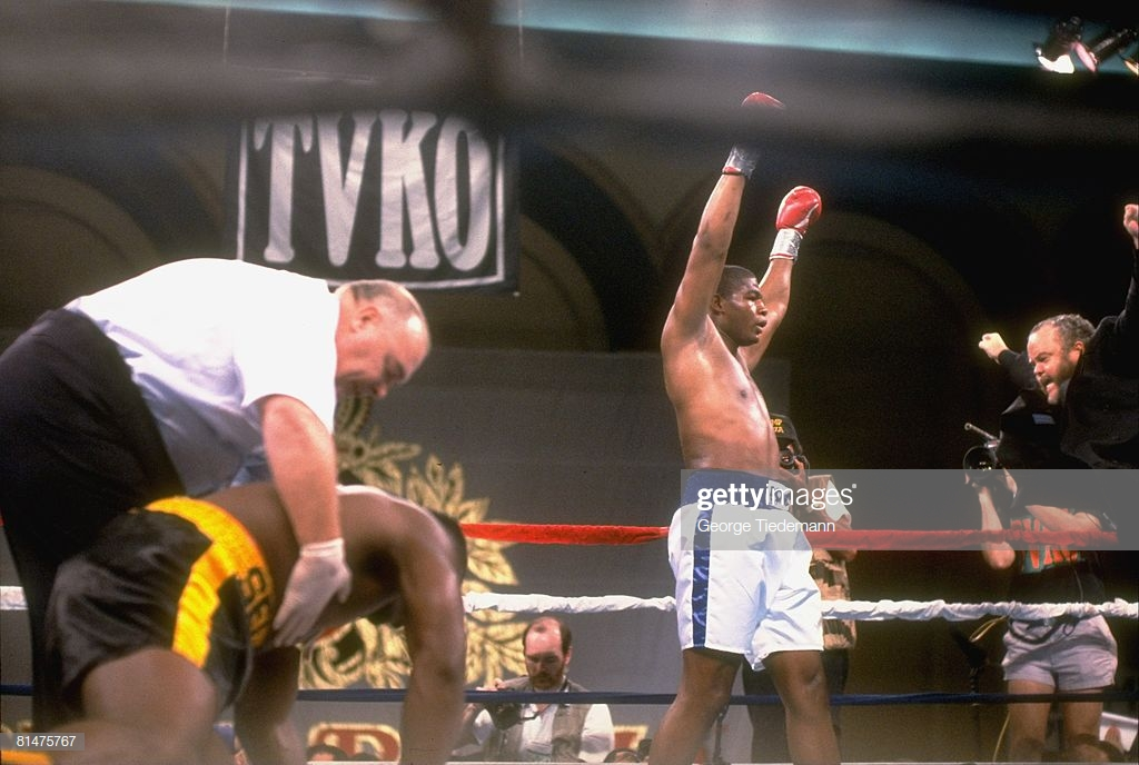 boxing-heavyweight-riddick-bowe-victorious-with-manager-rock-newman-picture-id81475767