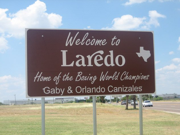 Canizales_brothers_honored_on_Laredo_TX_sign_IMG_1077