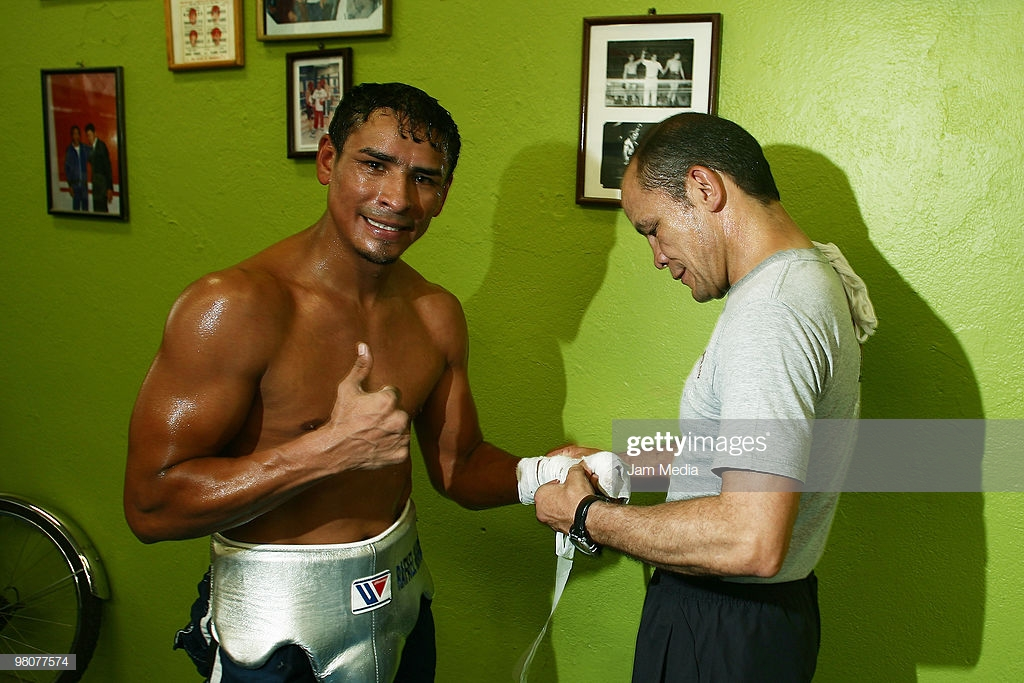 mexican-boxer-rafael-marquez-and-coach-daniel-zaragoza-during-a-at-picture-id98077574