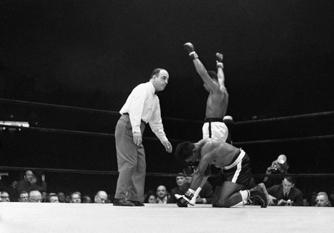Cassius_Clay_-_Ali_-_vs_Charlie_Powell,_Civic_Arena,_Pittsburgh,_Pennsylvania,_1963_24