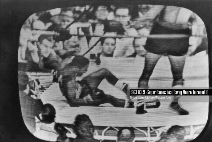 1963-03-21_Sugar_Ramos_beat_Davey_Moore_by_RTD_in_round_10_of_15