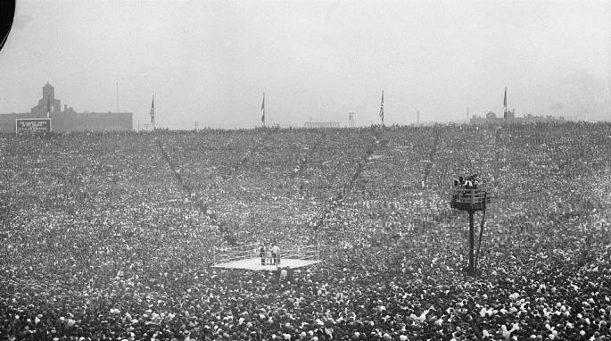1921_Jersey_City_NJ_Dempsey_vs_Carpentier_fightcloseup_of_the_fighters