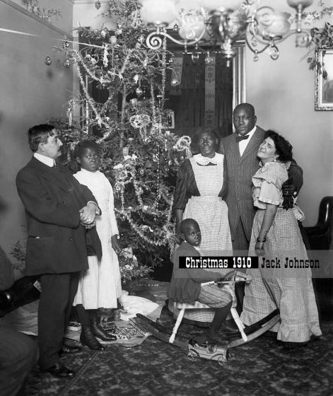 Jack_Johnson_(1878-10.06_.1946)_boxer,_USA,_wife_Etta_Duryea_and_Johnsons_mother_in_his_new_apartment,_Christmas_1910,_photo_by_Burke_Atwell_